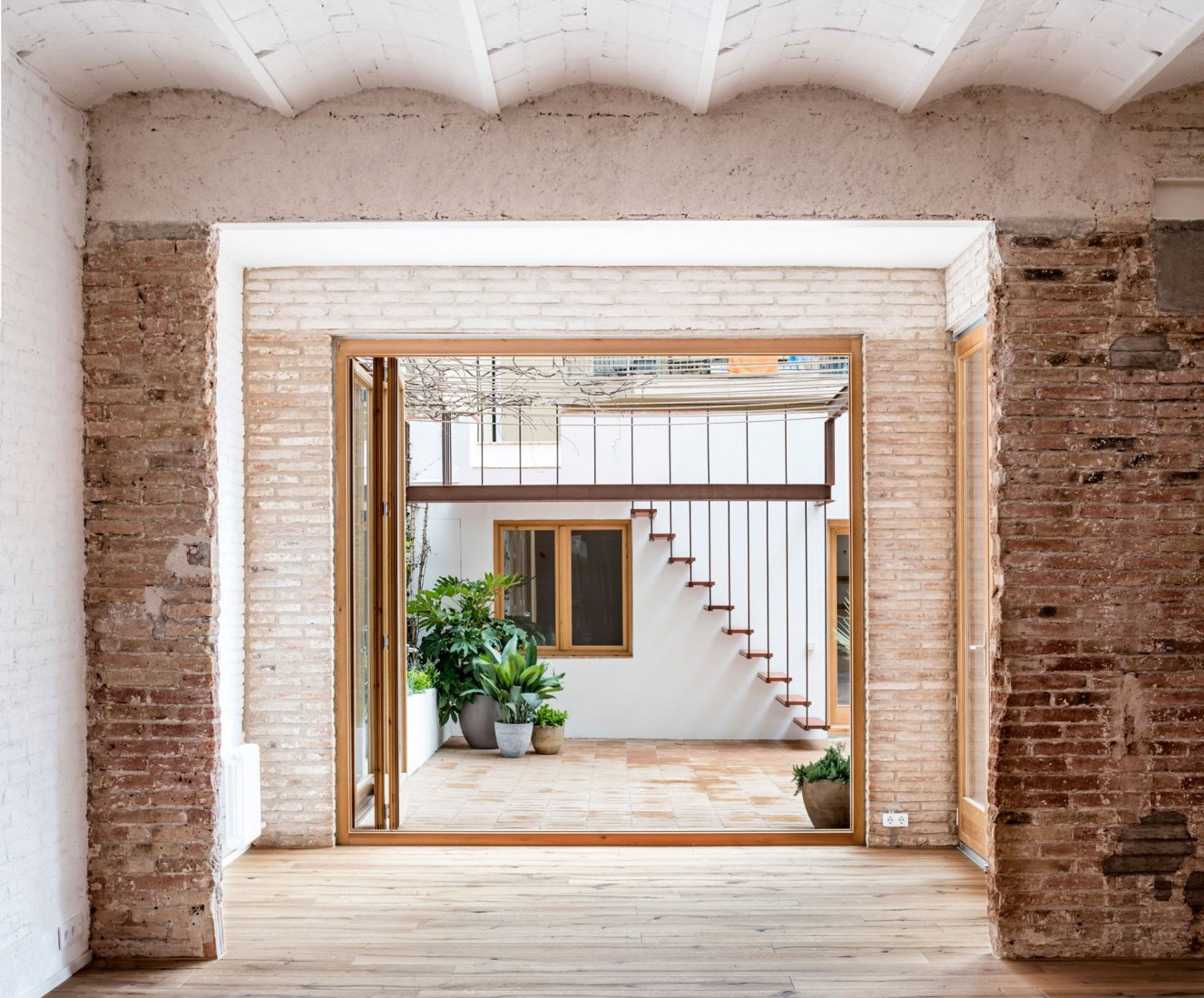 Interior. Gallery-House by Carles Enrich. Photograph © Adrià Goula