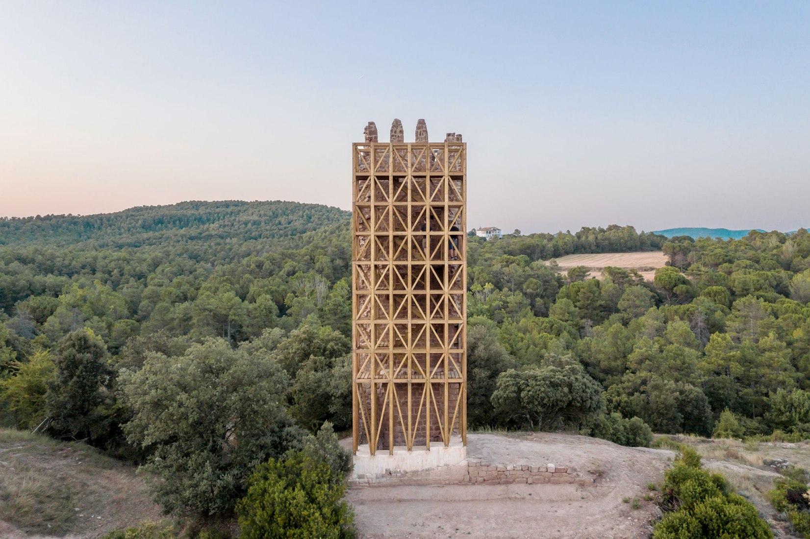 Torre Merola por Carles Enrich. Fotografía por Adrià Goula