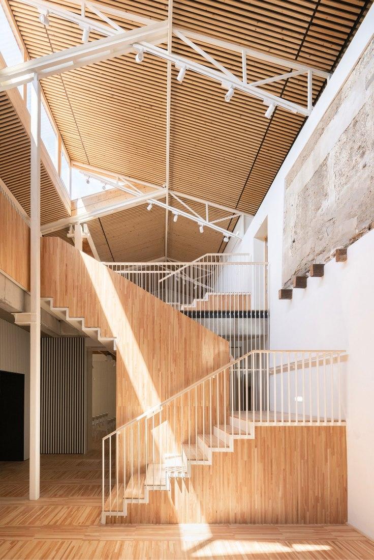 Edificio el Mallol por Carles Crosas y Gemma Domingo. Fotografía por Joan Guillamat