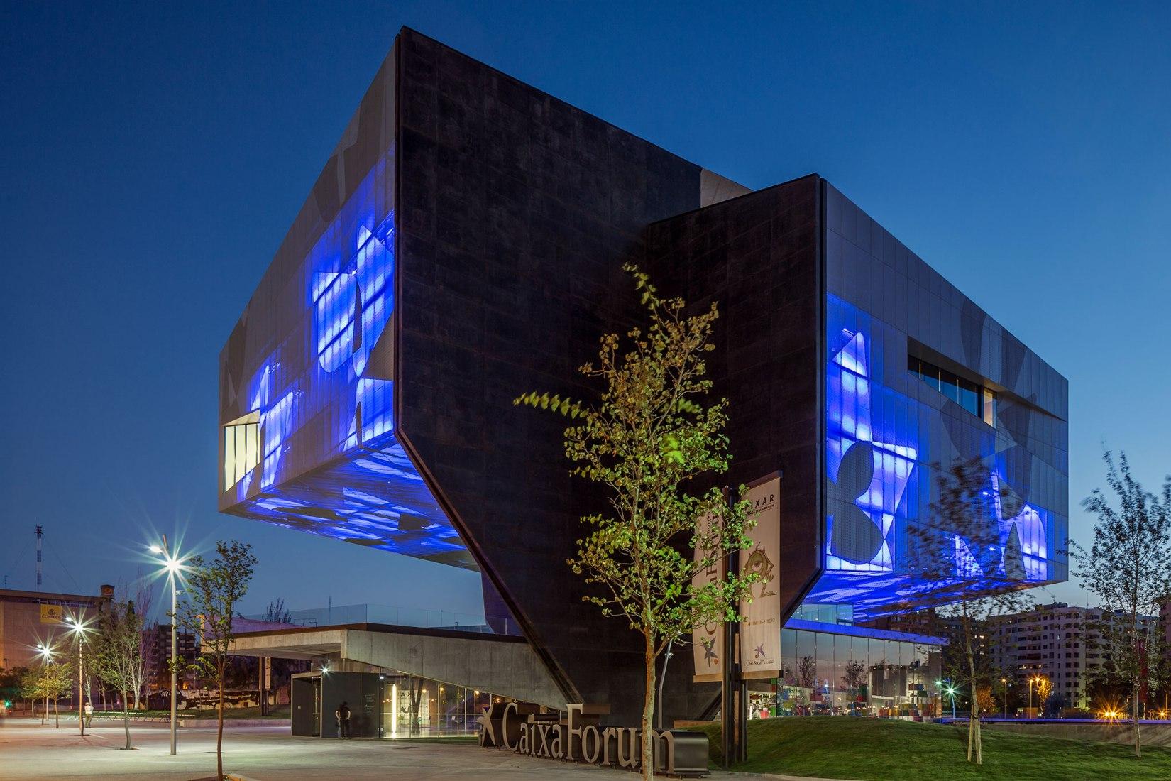 Centro Cultural CaixaForum, 2008-2014, Zaragoza. Carme Pinós - Escenarios Para la Vida. Fotografía por Simon Garcia   arqfoto