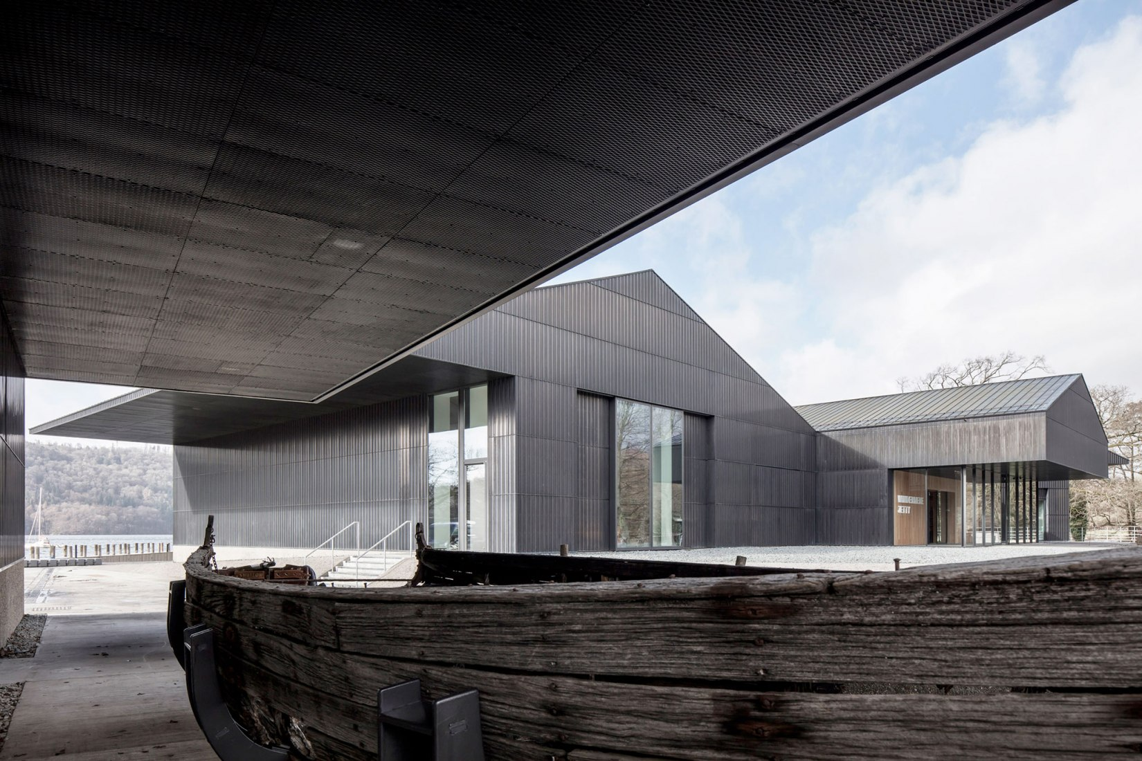 Museo de barcos Windermere Jetty por Carmody Groarke. Fotografía por Christian Richter