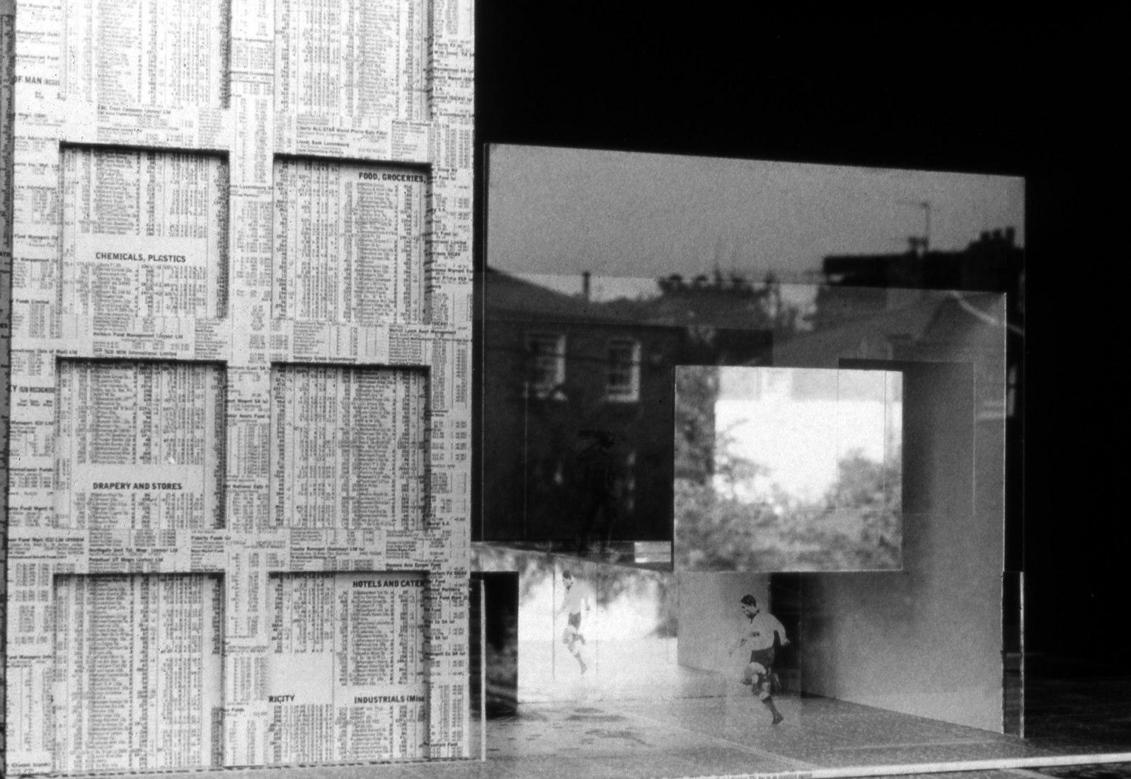 Another Glass House por Caruso St John (1991). Fotografía, 16.8 x 21 cm, edición de 7 números. Imagen cortesía de la Betts Project Gallery.