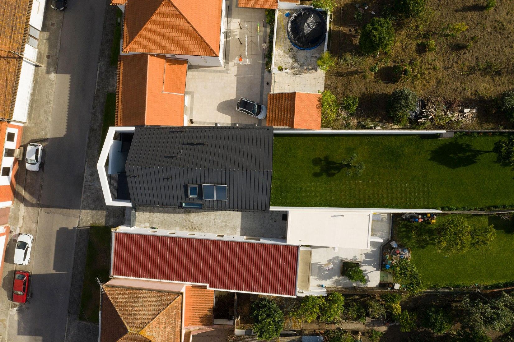 Casa do Arco por FRARI - architecture network. Fotografía por ITS.