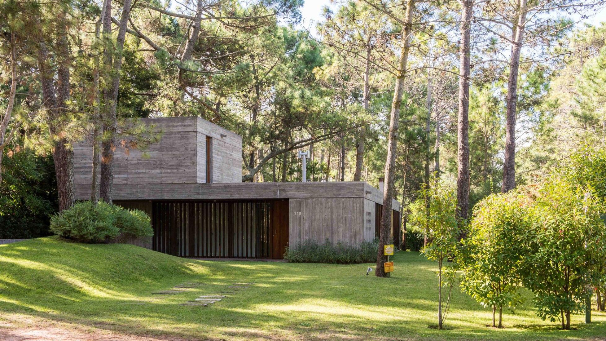 Casa F por Gianserra + Lima arquitectos. Fotografía por Luis Barandiaran.