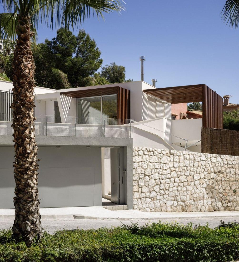 Vista exterior. Casa La Yedra por ISMO arquitectura. Fotografía por Fernando Alda