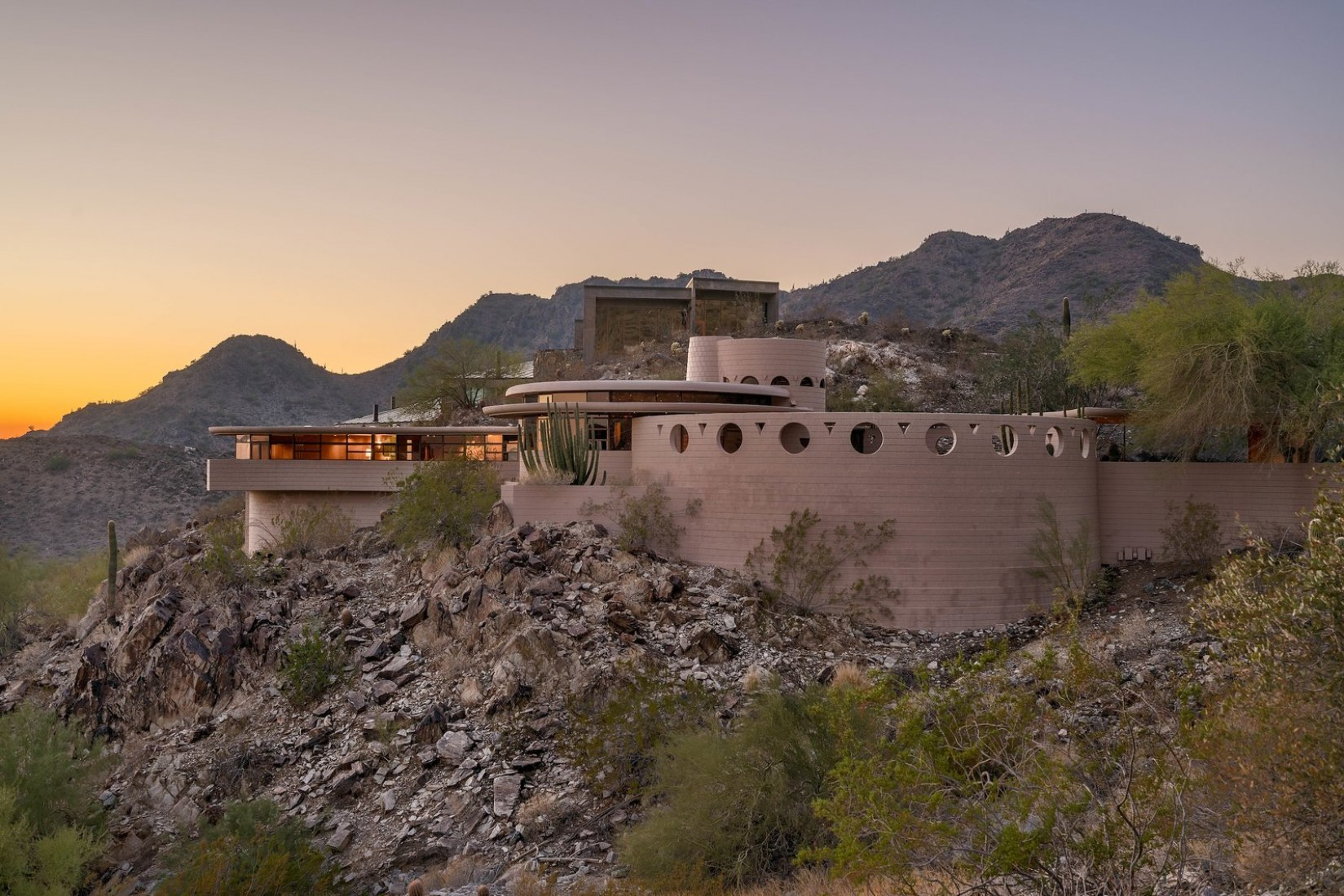 Sunset view. 'Norman Lyker Home' by Frank Lloyd Wright. Image courtesy of The Agency