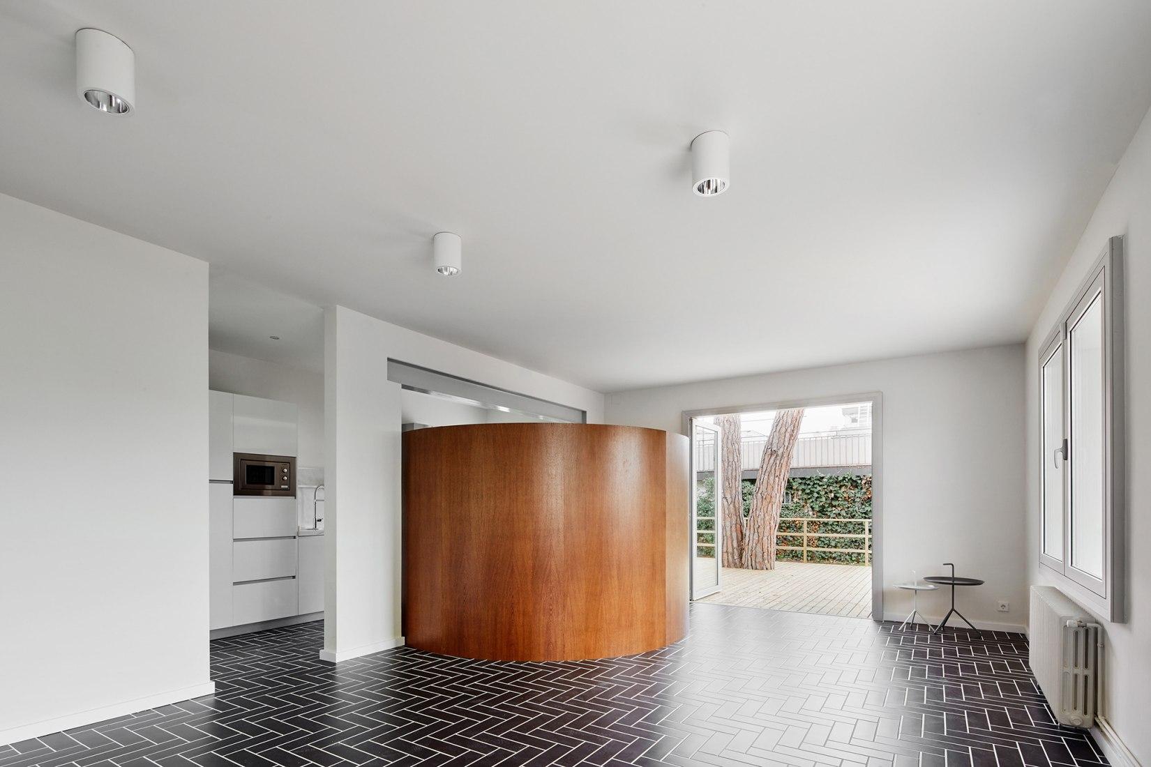 Living room view. House 1016. Photograph © José Hevia.