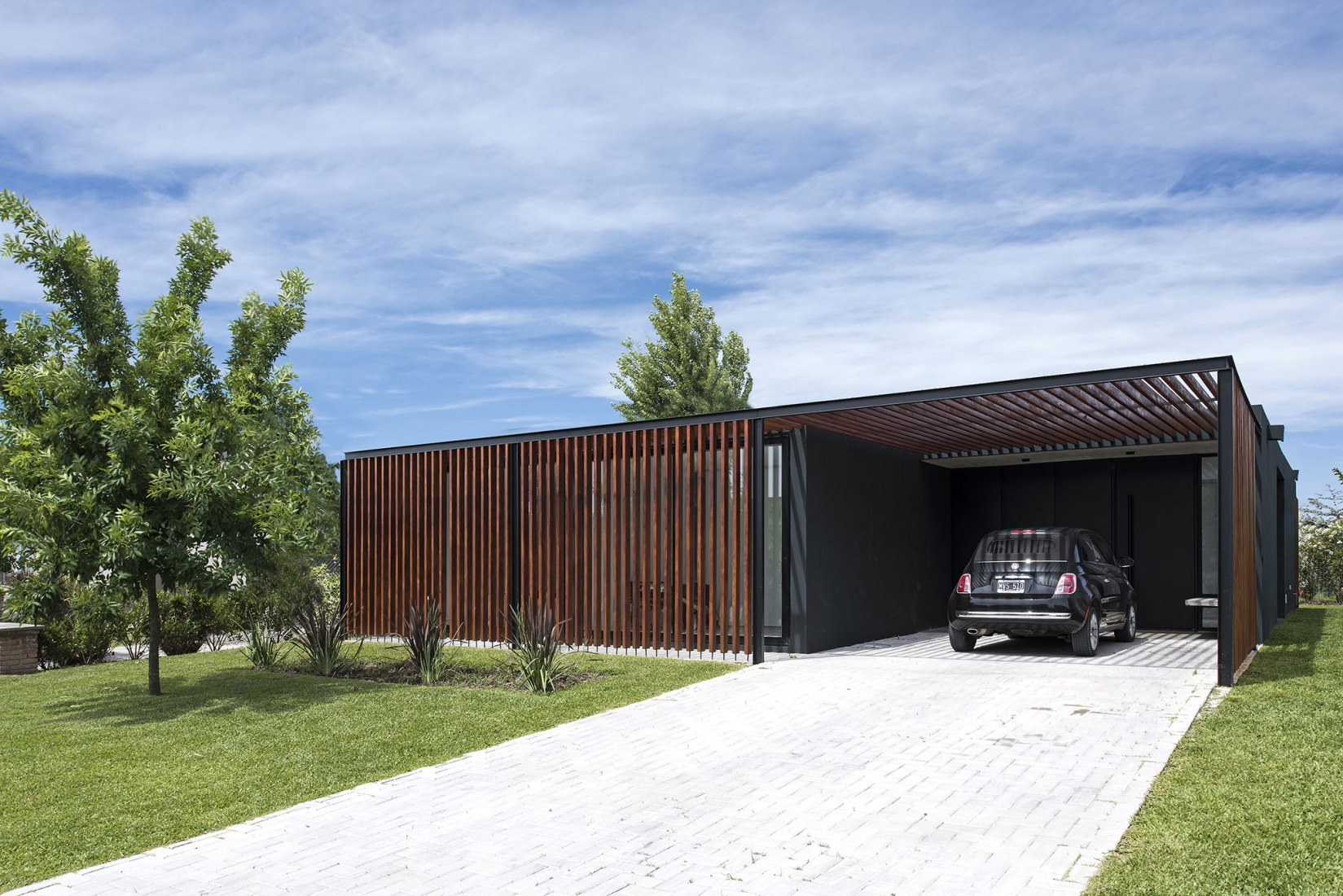 2LH Prototype single-family home by Luciano Kruk