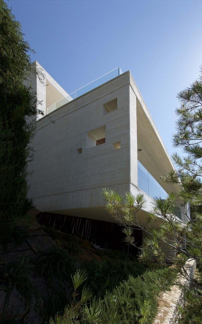 Casa en Voladizo por Eneseis. Fotografía por David Frutos y Roberto Ruiz