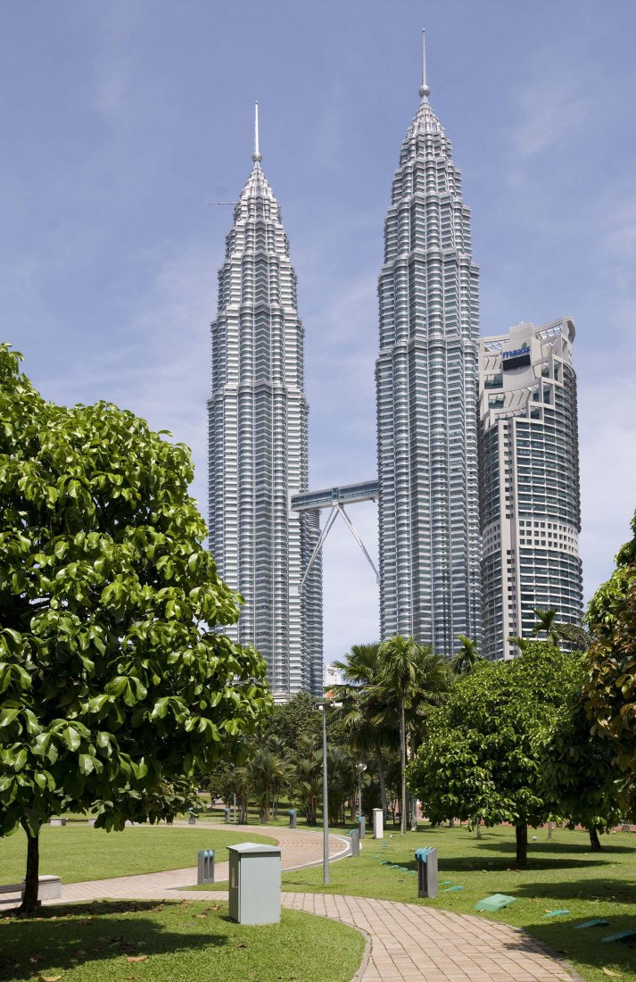 The Petronas Towers in Kuala Lumpur by César Pelli. The tallest buildings in the world from 1998 to 2004.