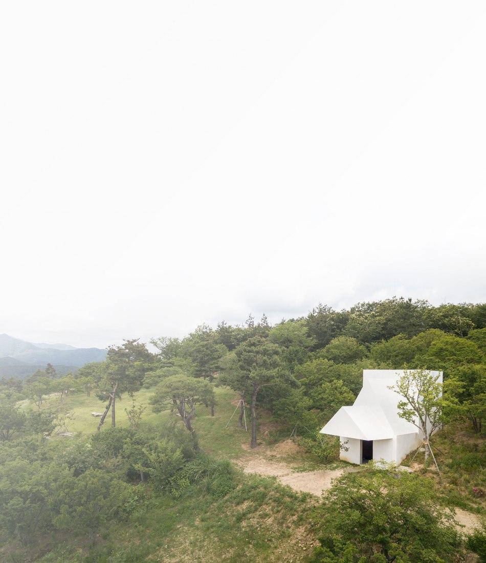 Una capilla en el Parque Saya por Siza y Carlos Castanheira. Fotografía por Fernando Guerra, FG+SG – Fotografía de Arquitectura.