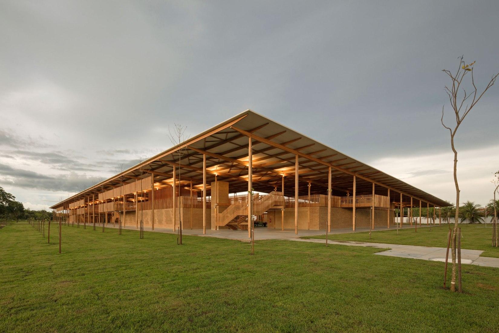 Alojamiento Infantil - Fundação Bradesco, Tocantins, Brasil por Rosenbaum + Aleph Zero. Fotografía de Leonardo Finotti