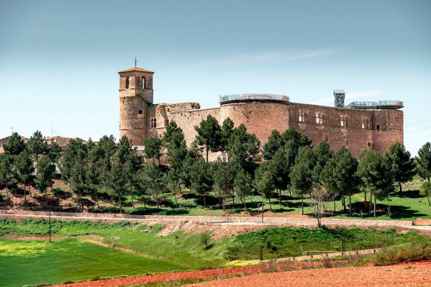 Vista exterior del Castillo de Garcimuñoz rehabilitado por Izaskun Chinchilla. Fotografía © Miguel de Guzmán y Rocío Romero. Imagen cortesía de Imagen Subliminal