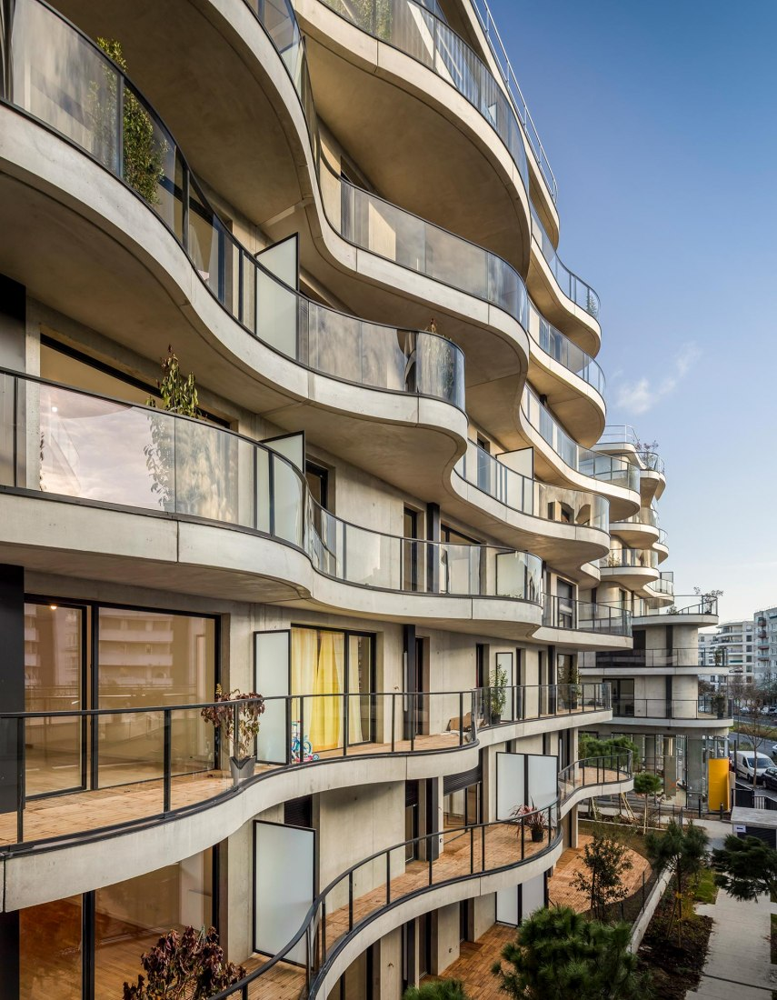 Courbes. 134 apartments and stores in Colombes by Christophe Rousselle. Photograph by Fernando Guerra (FG+SG)