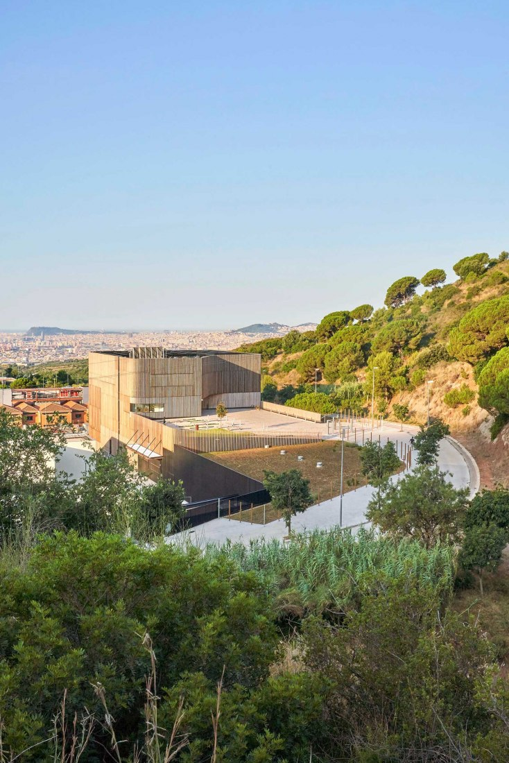 Centre for comparative medicine and bioimage by Calderon-Folch Studio, Sarsanedas Arquitectura, and COMA Arquitectura. Photograph by José Hevia