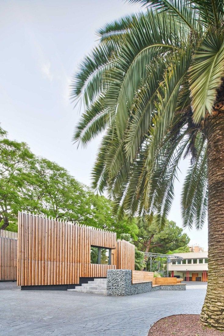Nuevo pabellón de seguridad por COMA Arquitectura. Fotografía por José Hevia