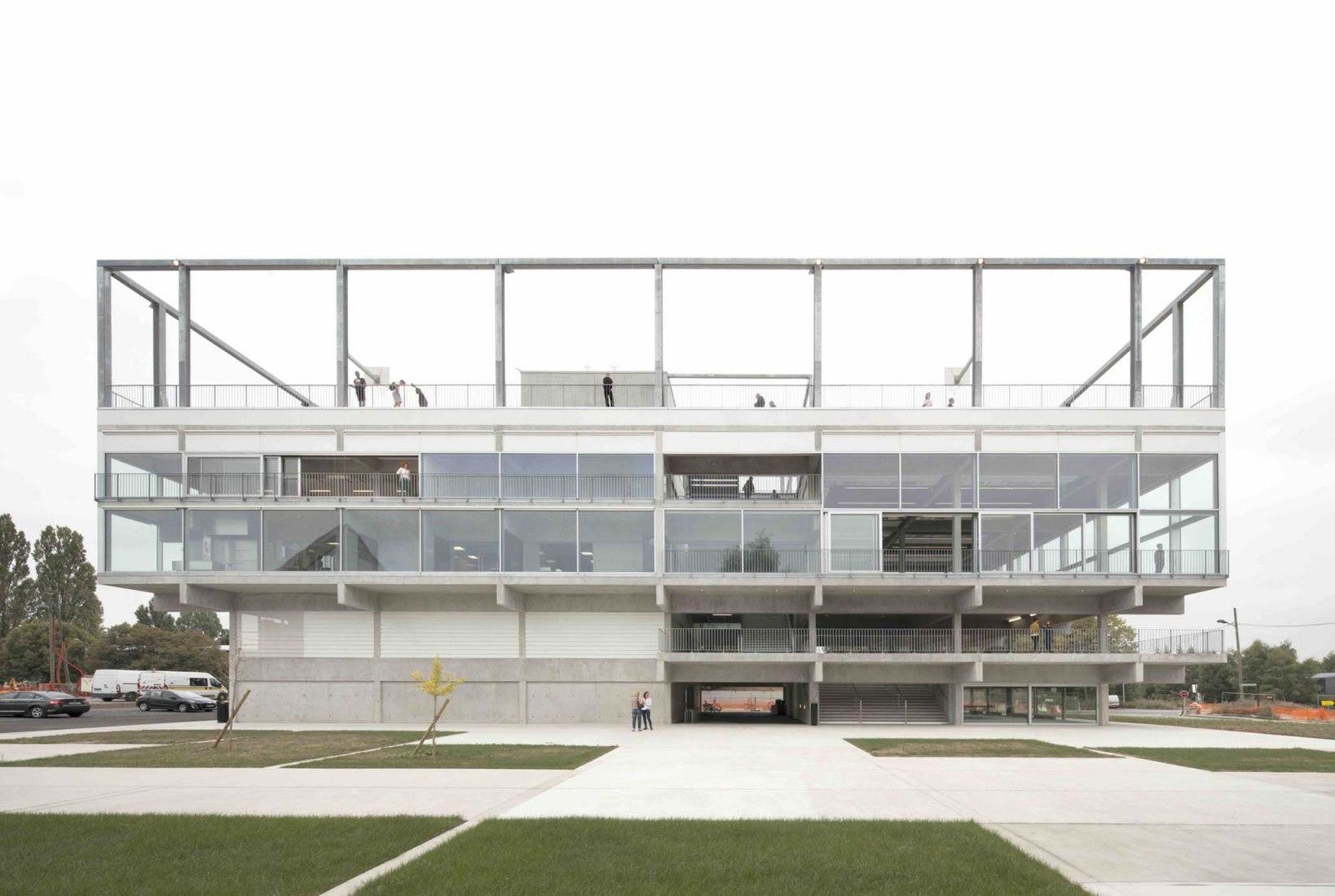 Condensador público por Muoto Architects. Fotografía © Maxime Delvaux