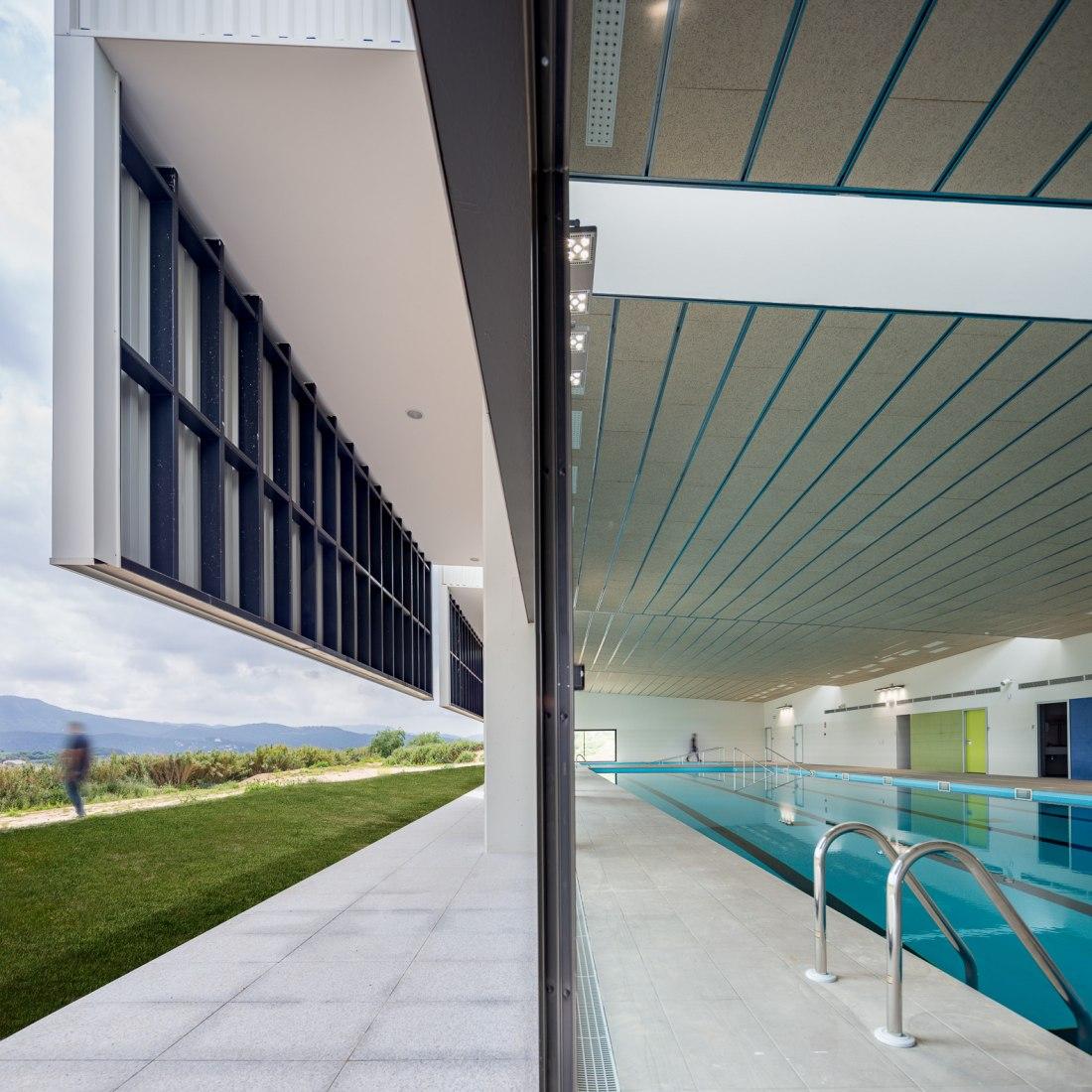 Centro de rehabilitación funcional por CPVA arquitectes. Fotografía por Simón García