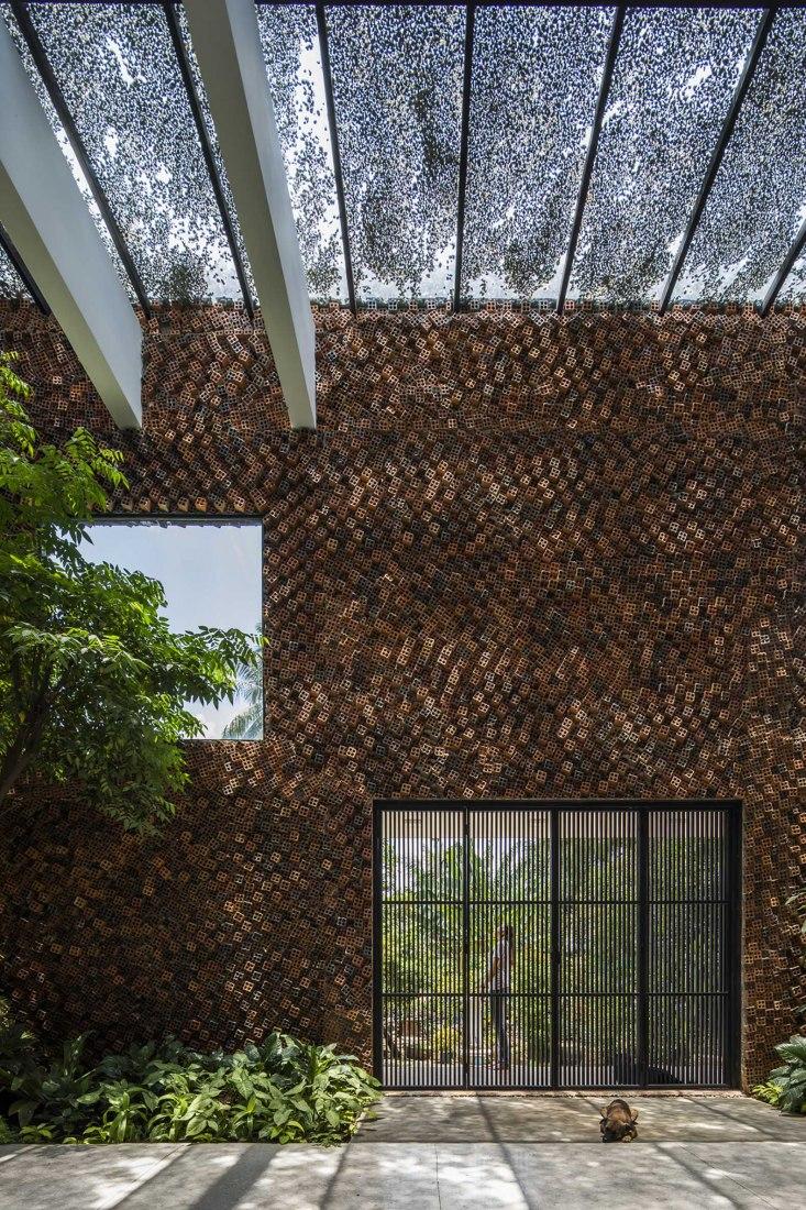 Wall House by CTA Creative Architects. Photograph by Hiroyuki Oki