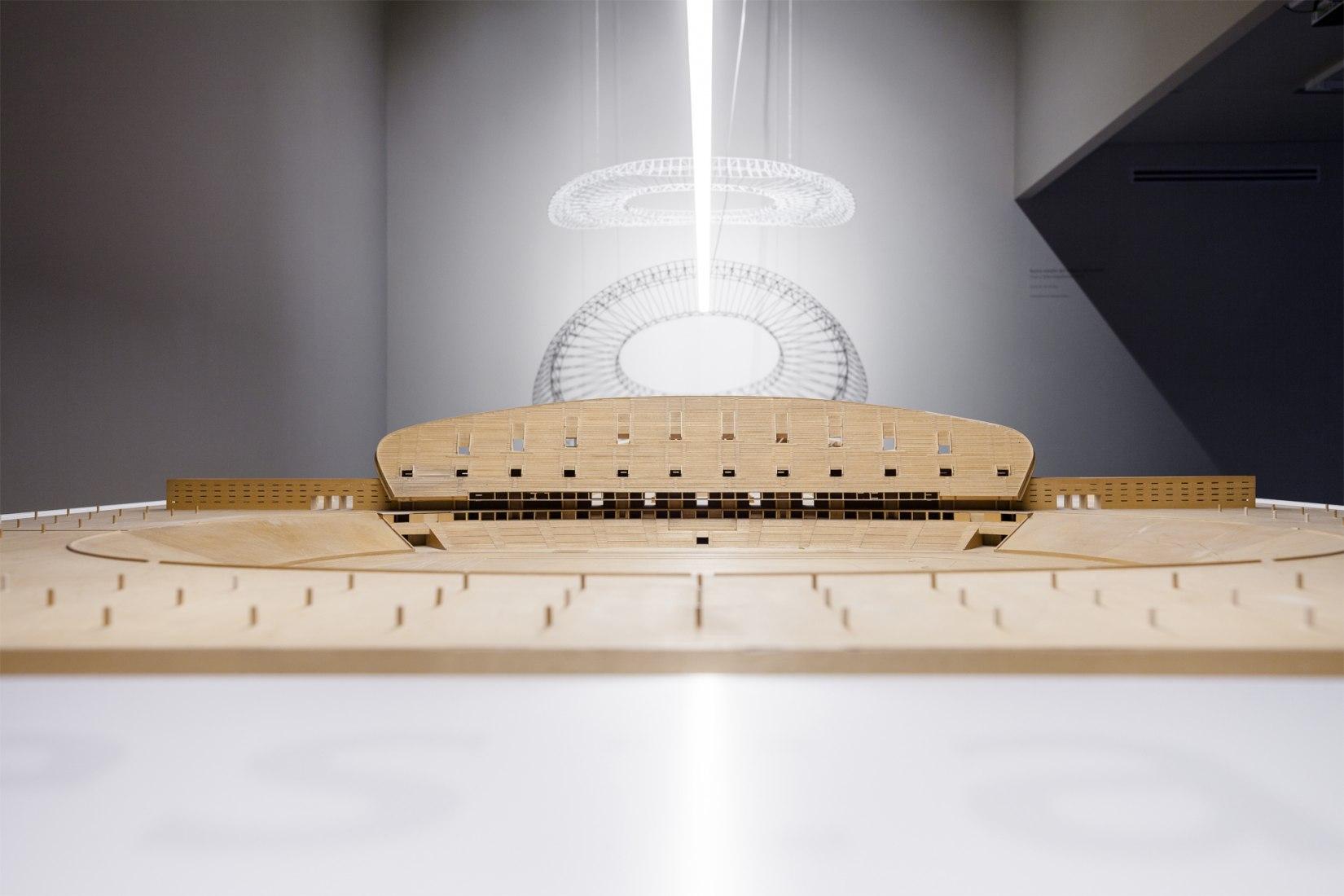 Vista de la retrospectiva en el Museo ICO. Fotografía © Julio César González.  Imagen cortesía de Cruz y Ortiz Arquitectos.