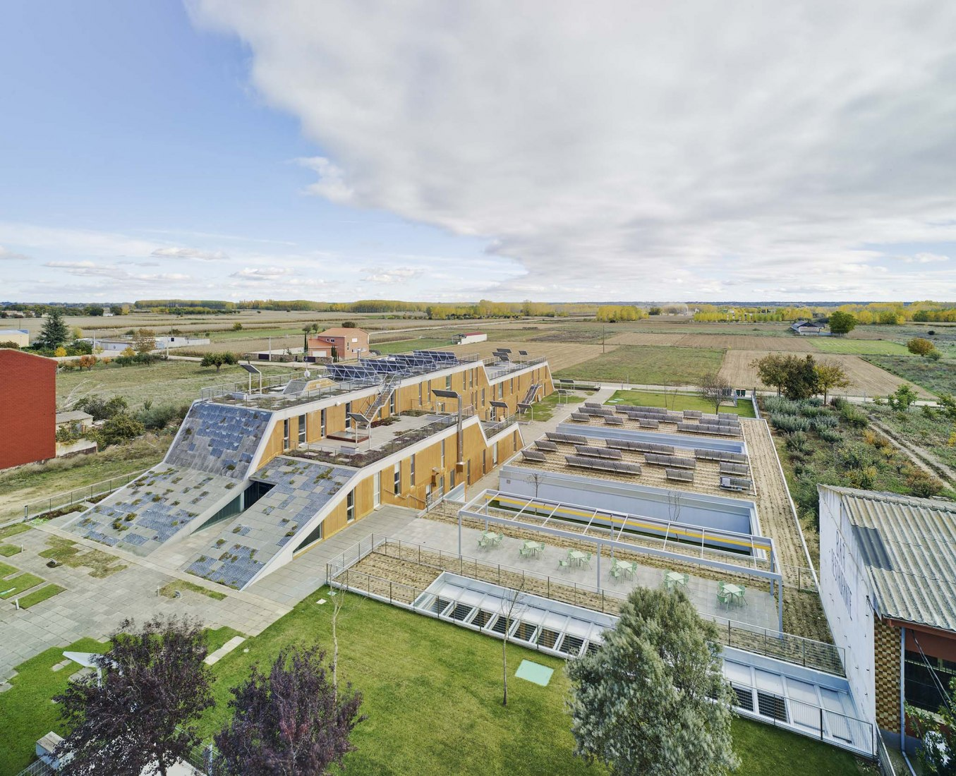 First Passivhaus-certified geriatric-hospital building in Spain. Elderly people's home by CSO Arquitectura