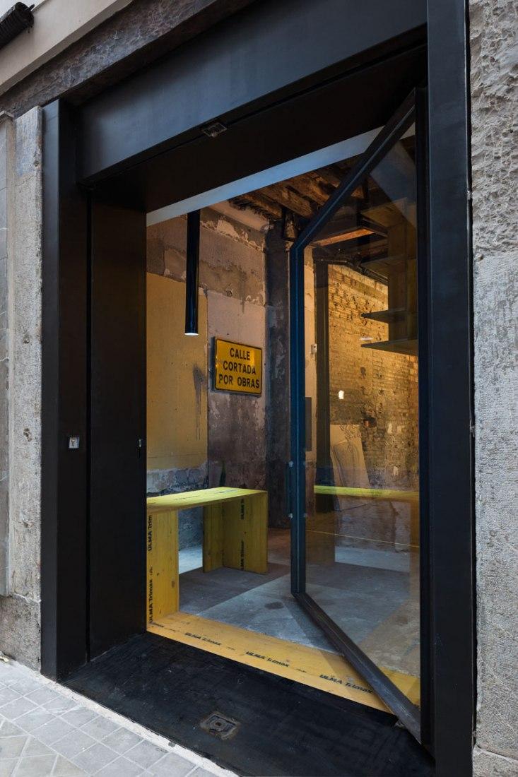 Vista de la entrada. Reforma de local en San Jerónimo 17 por CUAC Arquitectura. Fotografía © Fernando Alda