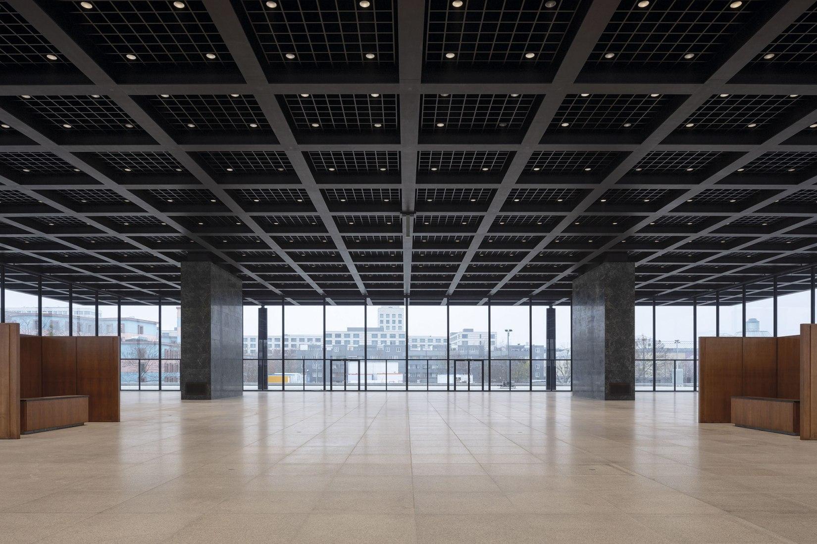 Restauración de la Neue Nationalgalerie de Berlín por David Chipperfield Architects. Fotografía por Thomas Bruns, cortesía de BBR