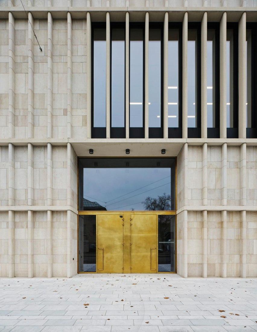 Entrada por Heimplatz. Nueva ampliación de Kunsthaus Zürich por David Chipperfield Architects. Fotografía por Noshe