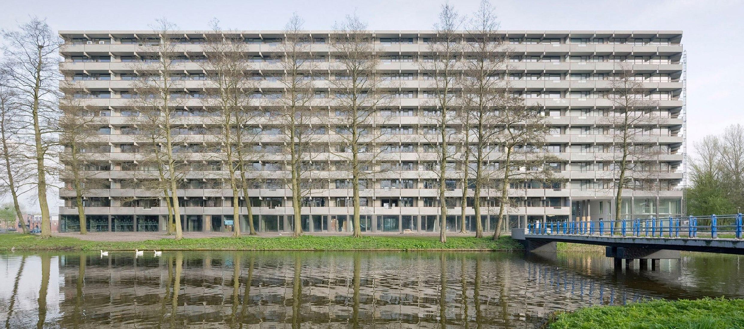 Bijlmermeer rehabilitado, deFlat Kleiburg por NL Architects y XVW architectuur. Fotografía © Marcel van der Brug