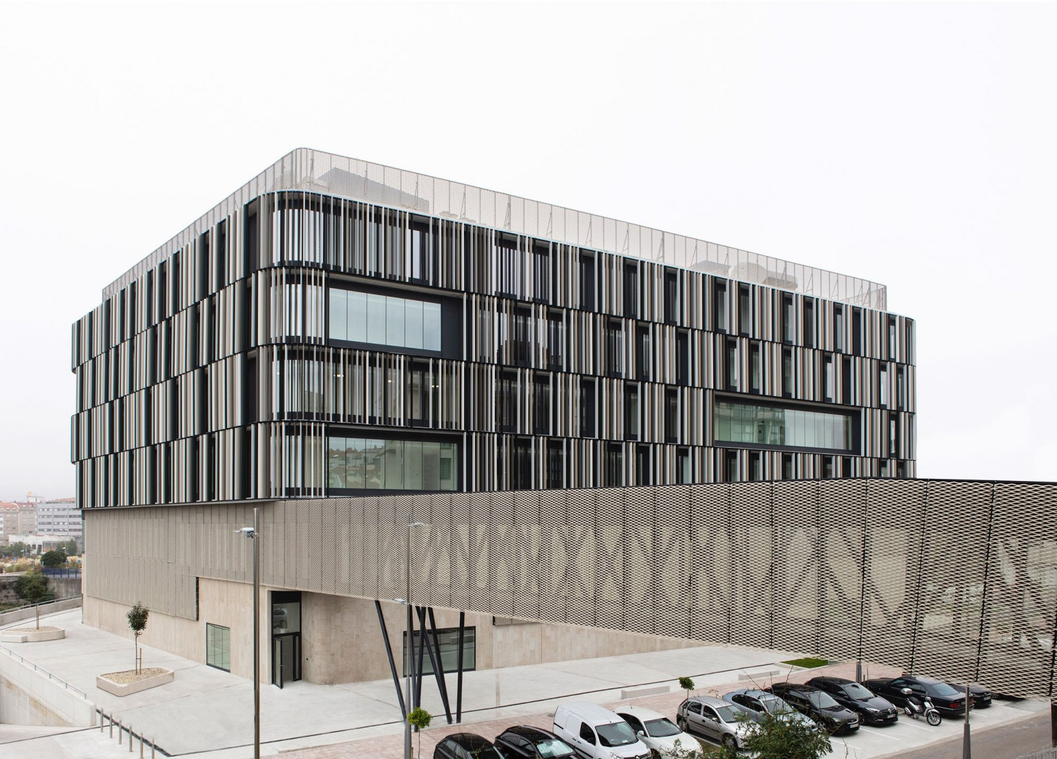 New Courthouse in Pontevedra by Díaz y Díaz Arquitectos and Naiara Montero. Photograph by Juan Rodríguez