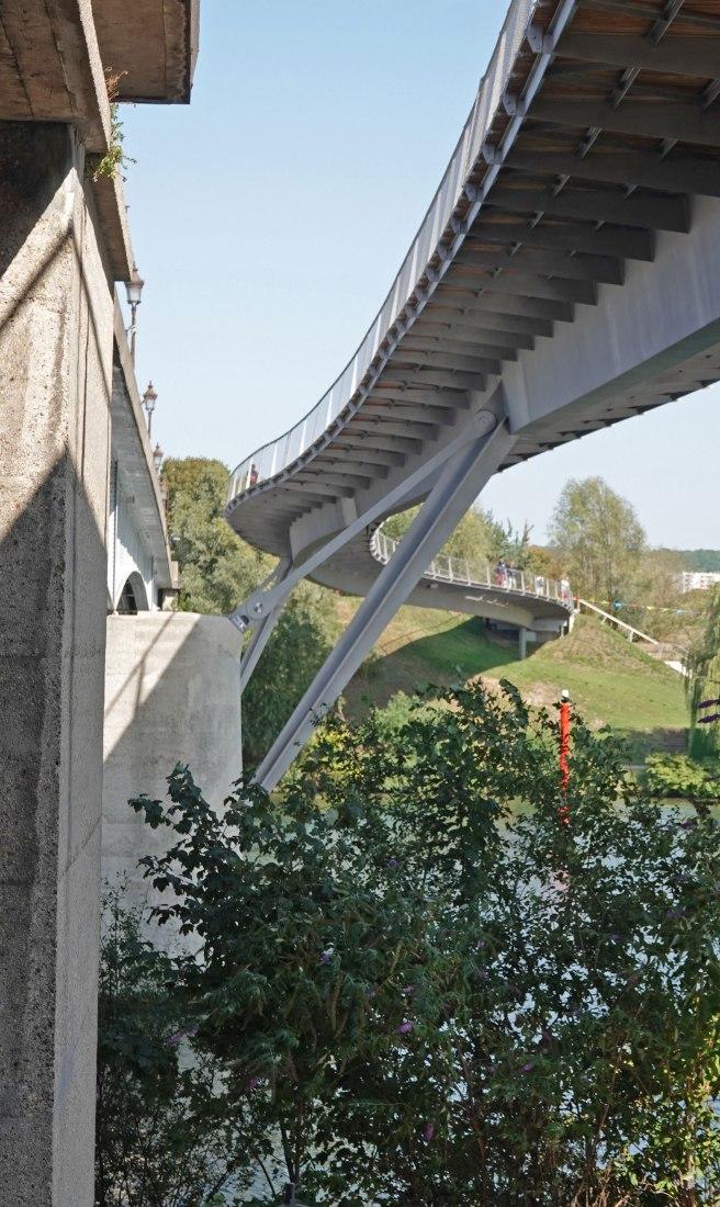 Footbridges over the Seine by Dietmar Feichtinger Architectes. Photograph by Dietmar Feichtinger Architectes.