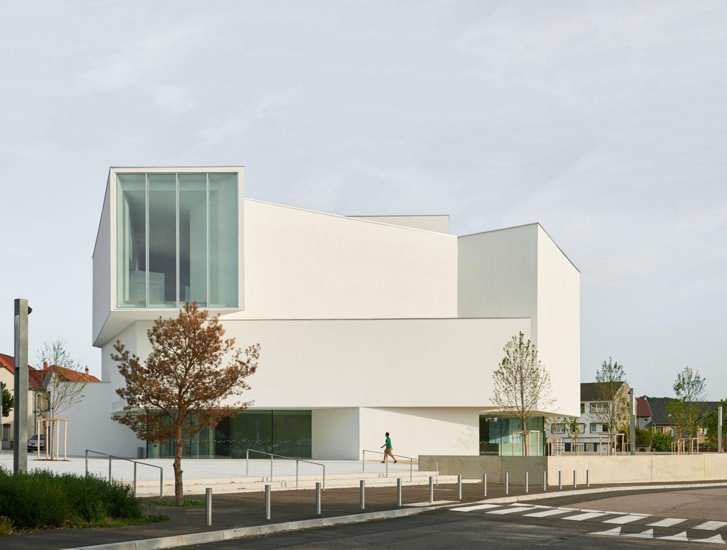 Exterior. Teatro Théodore Gouvy por Dominique Coulon & associés. Fotografía © Eugeni Pons