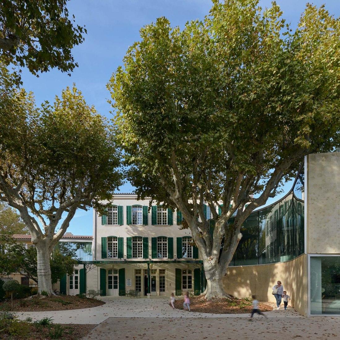 Biblioteca multimedia y parque por Dominique Coulon & associés. Fotografía por Eugeni Pons