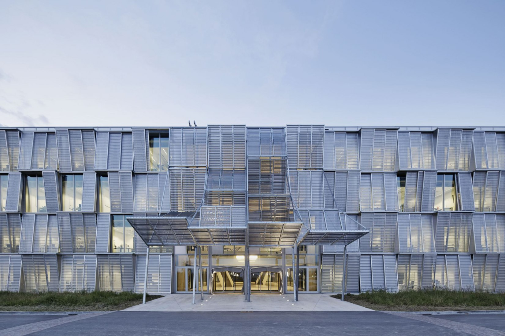 Access. New Mechanics hall (ME) by Dominique Perrault. Photograph © Vincent Fillon