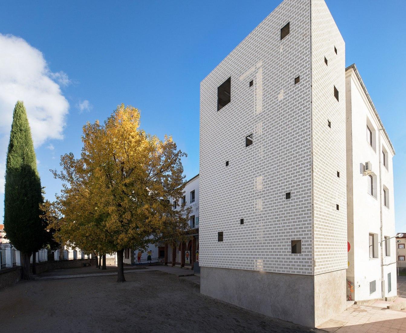 Escaleras de Emergencia para un Colegio por DUNAR arquitectos. Fotografía por RN Fotógrafos / Nicolás Yazigi