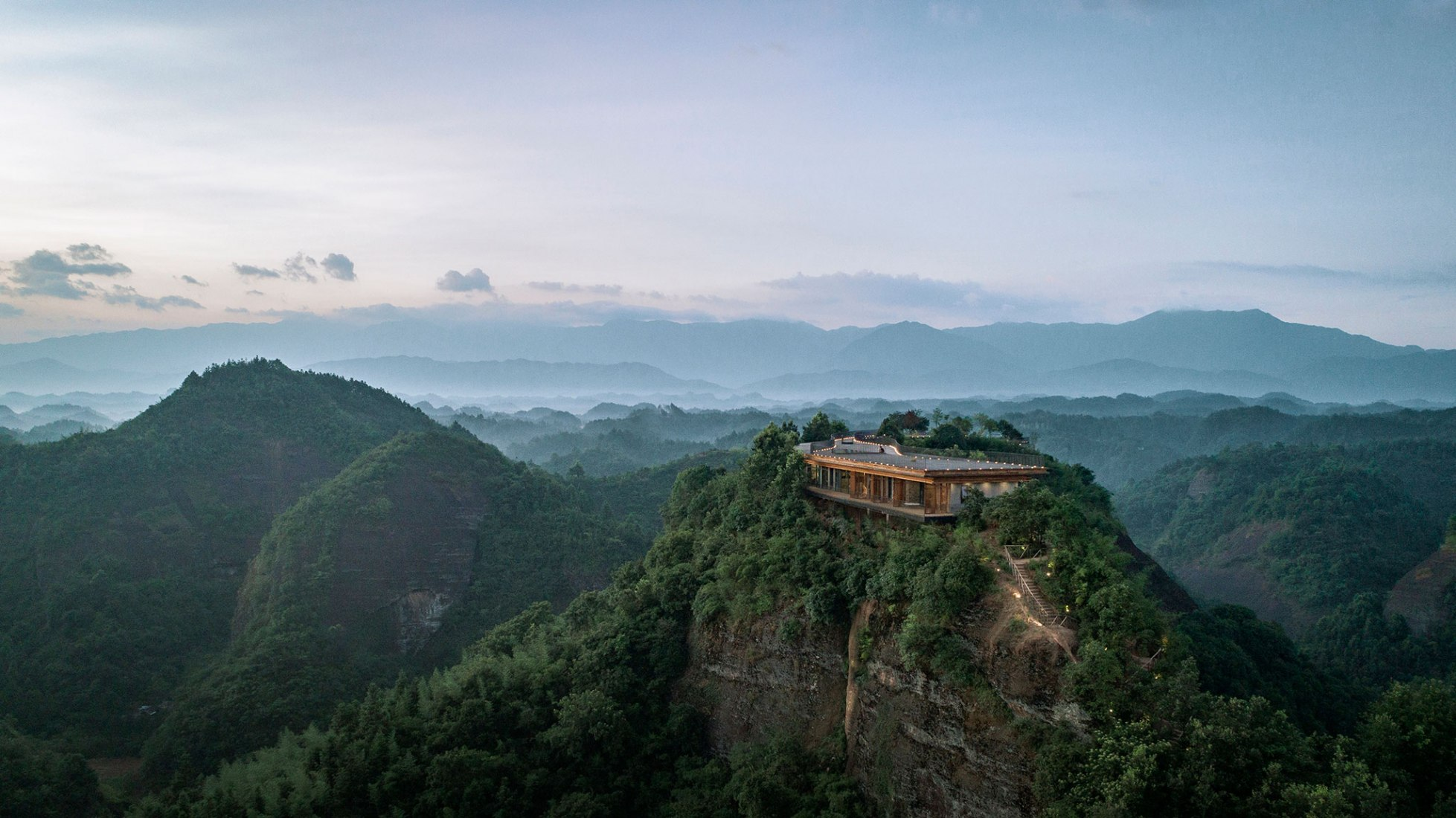 Eagle Rock Cliffs hotel by Duoxiangjie Architectural Design. Image courtesy of Duoxiangjie Architectural Design. Photograph by Jin Weiqi.