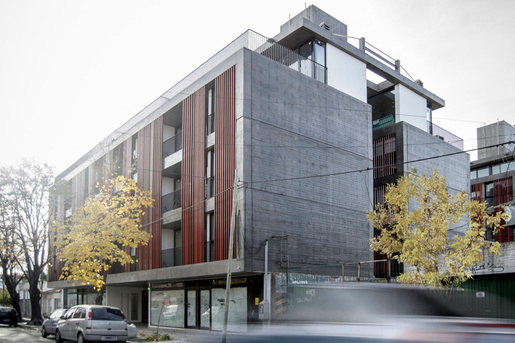 Edificio 21 #1324 por Gianserra + Lima arquitectos. Fotografía por Luis Barandiarán fotografía.