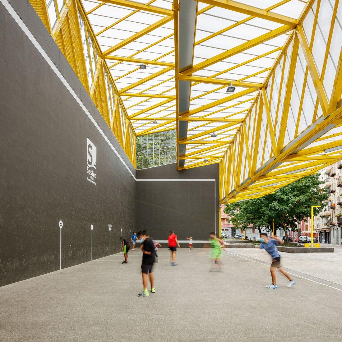 El Sol square by ELE arkitektura + TARTE. Photograph by Aitor Estevez.