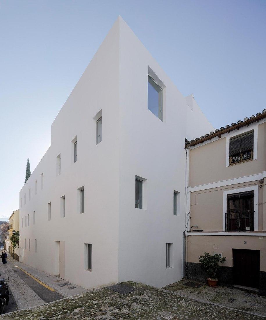 8 viviendas experimentales en el Realejo por Elisa Valero. Fotografía por Fernando Alda
