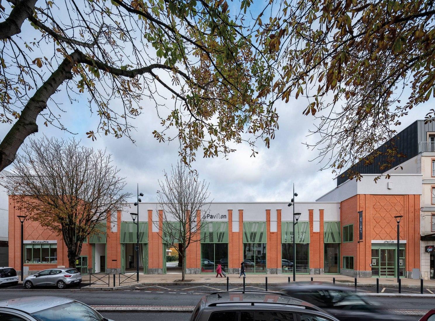 Le Pavillon por Miralles Tagliabue EMBT y Ilimelgo architectes. Fotografía por Duccio Malagamba