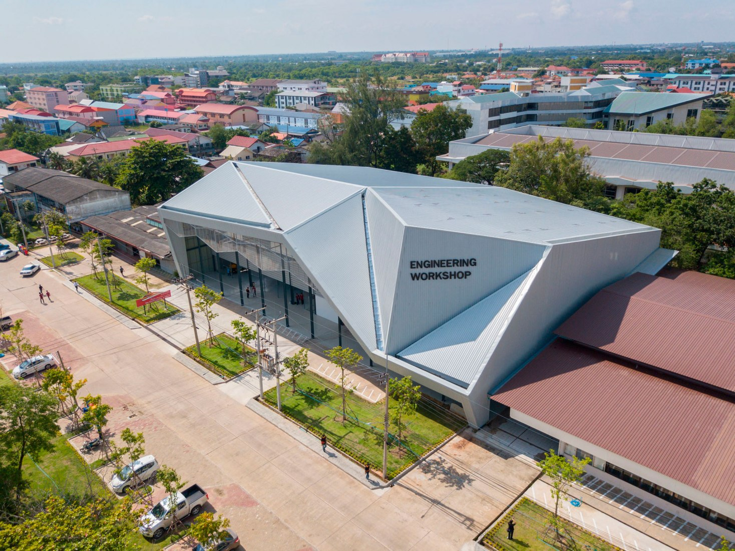 Taller de ingeniería RMUTI por THstudio Architects. Fotografía cortesía de THstudio Architects.