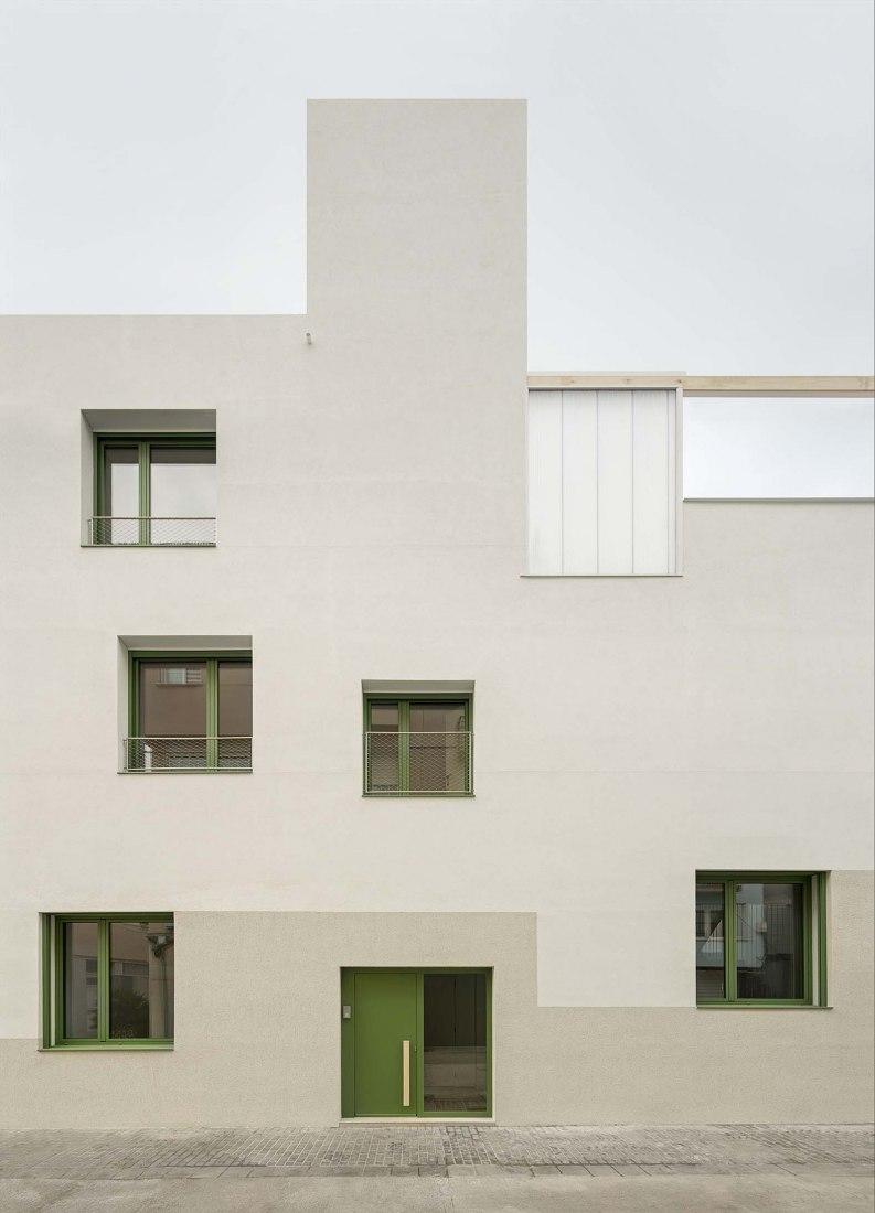 PIC multi-family building by Enric Rojo Arquitectura. Photograph by Del Rio Bani