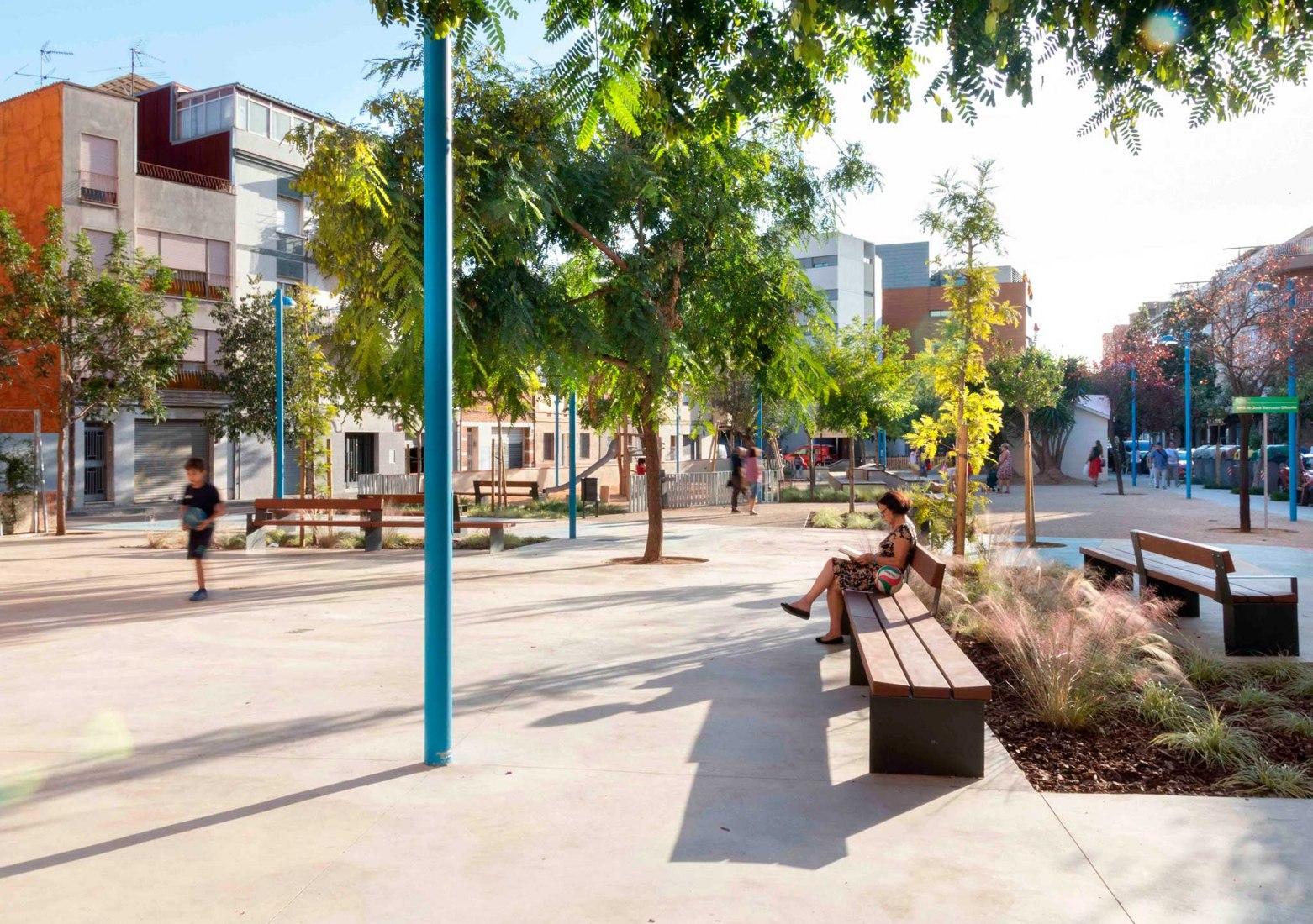 Fem dissabte a la Plaça d'en Baró!Una plaza feminista diseñada con la infancia por Equal Saree. Fotografía por Conchi Berenguer Urrutia