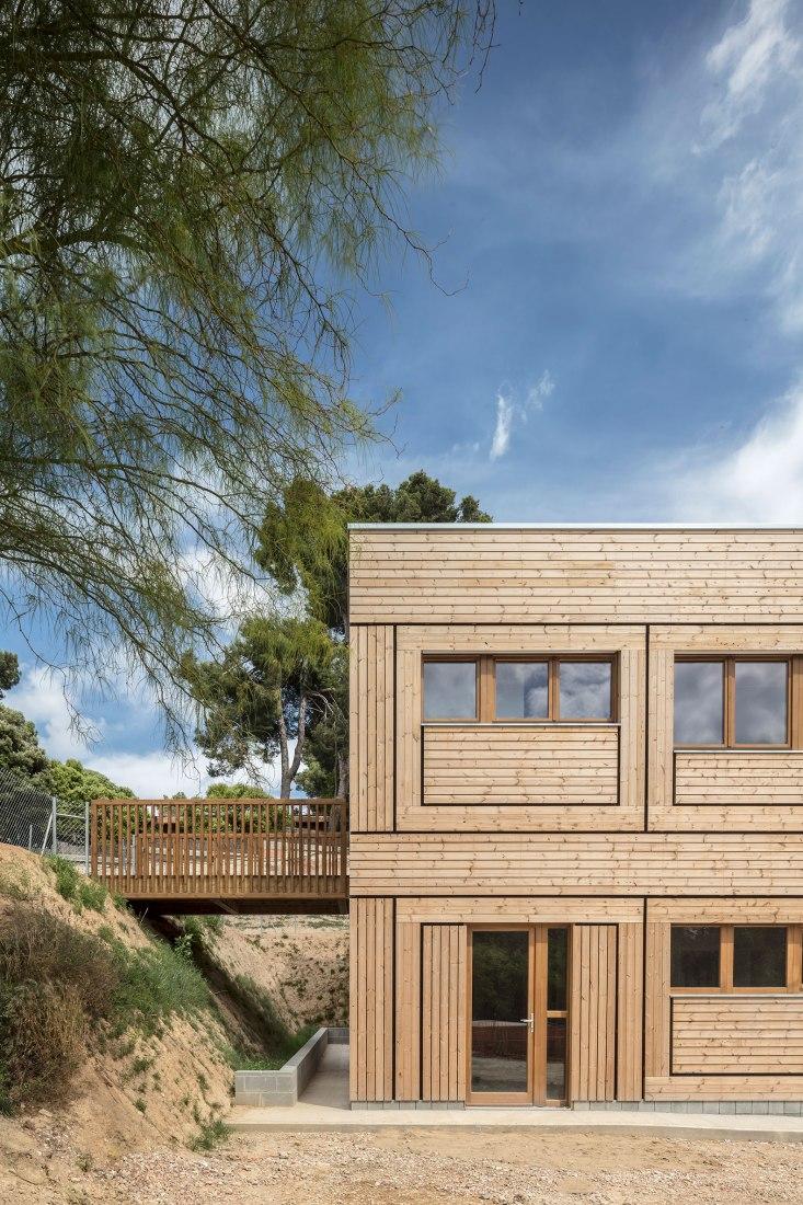 Escuela El Til·ler por Eduard Balcells + Ignasi Rius + Tigges Architekt. Fotografía por Adrià Goula.