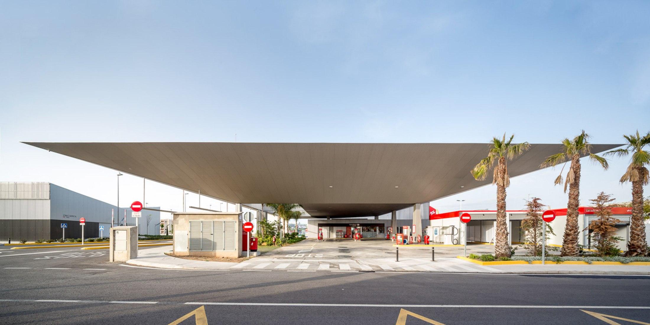 Santa Pola bus station by Manuel Lillo and Emilio Vicedo. Image © Filippo Poli