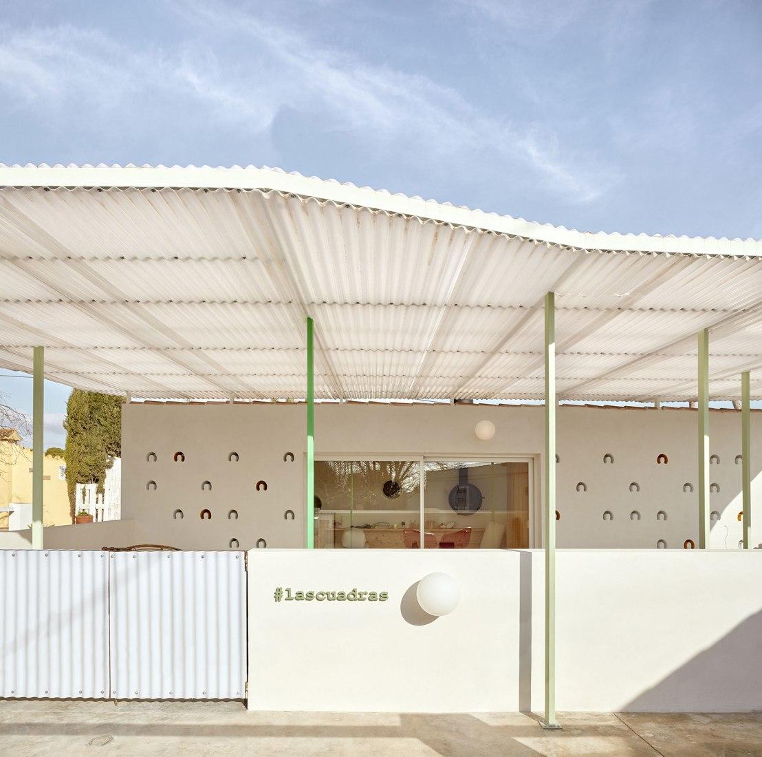 Las Cuadras by Estudio Ji Arquitectos. Photograph by Mariela Apollonio