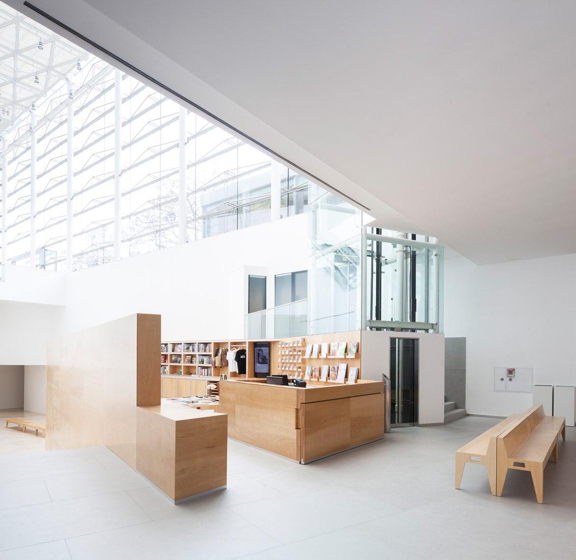 Zona librería MALBA por Estudio Herreros. Fotografía © Javier Agustín Rojas