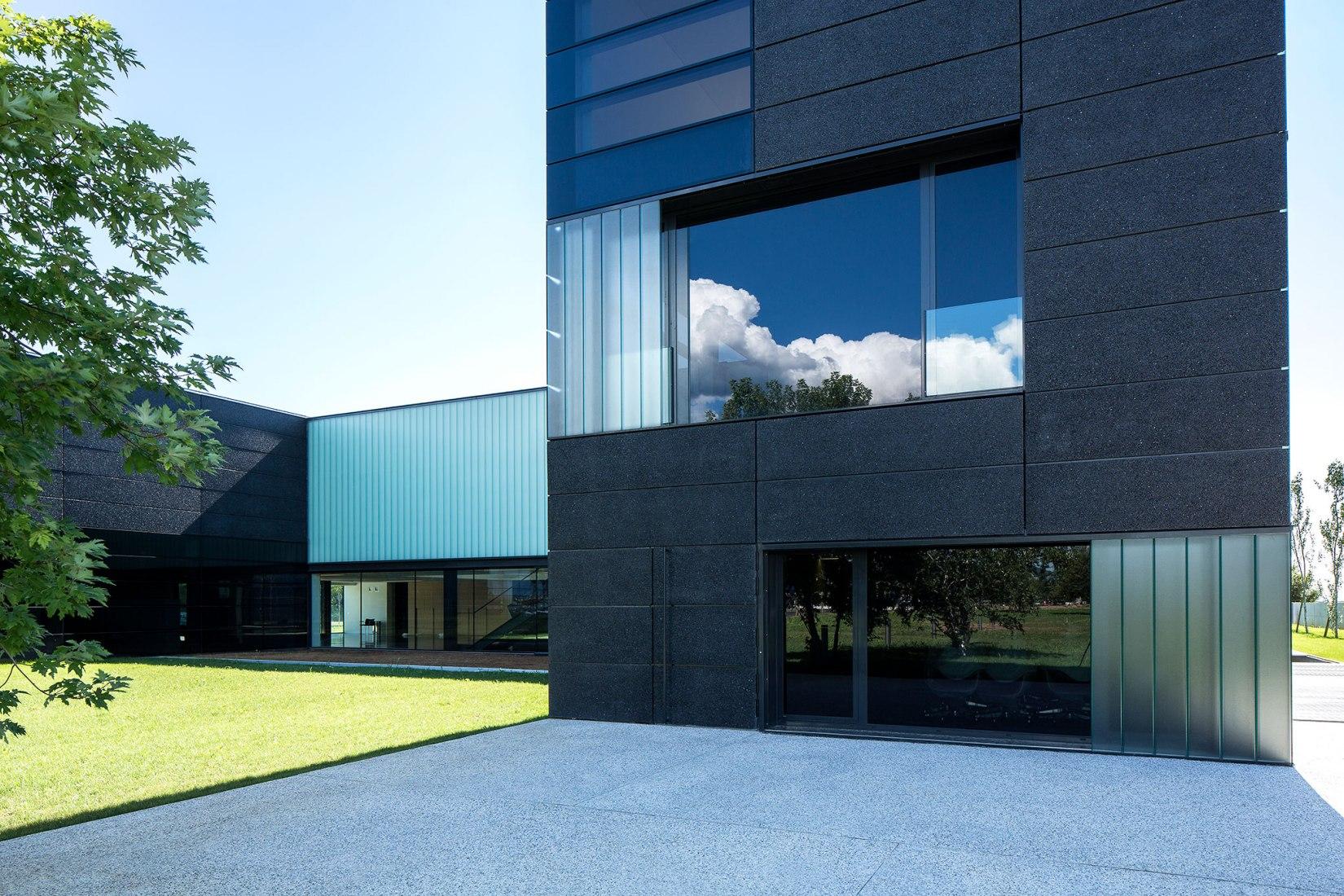 Faber Headquarters by GEZA - Gri e Zucchi architetti associati. Photograph © Massimo Crivellari.
