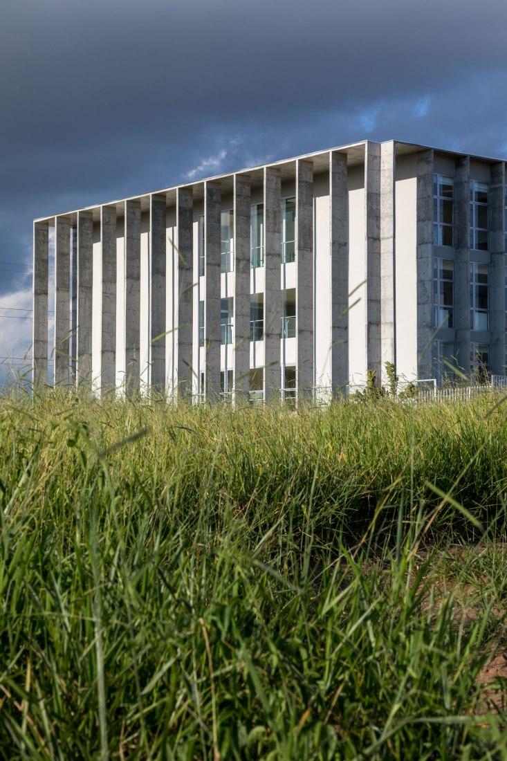 Vista exterior. Nuevo edificio en Campus São José Dos Campos por KAAN Achitecten. Fotografía por ©Fran Parente