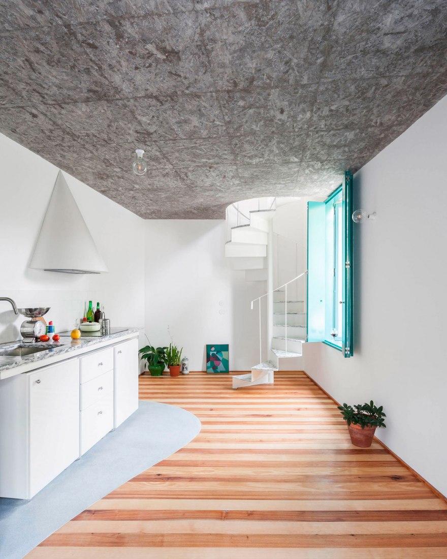 A small house in Amarante by Fala Atelier. Photography by Ricardo Loureiro.